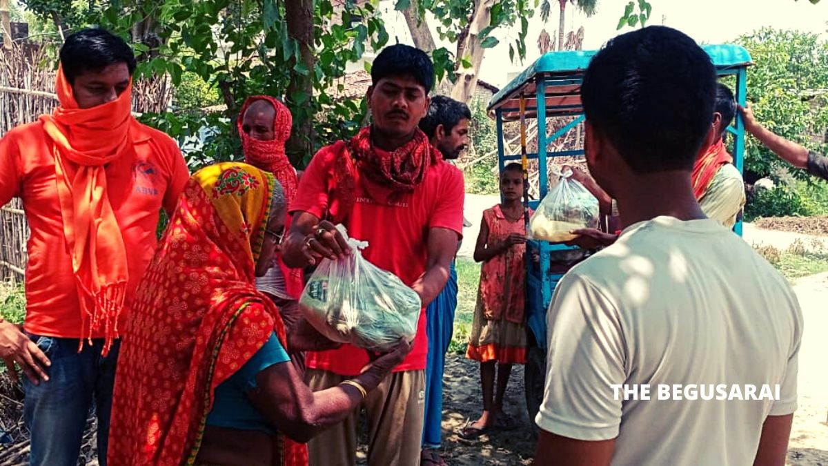 ABVP distributes ration among workers in Matihani Block