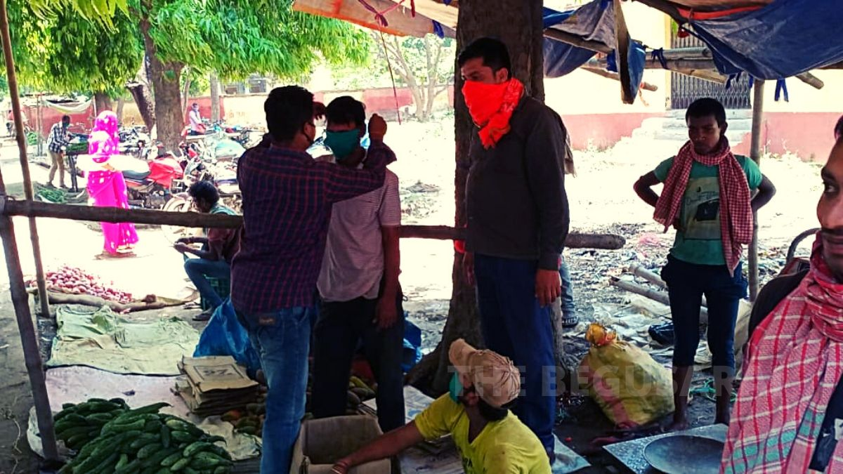 Distribution of GD College-based vegetable market die mask, soap and sanitizer, ABVP workers said