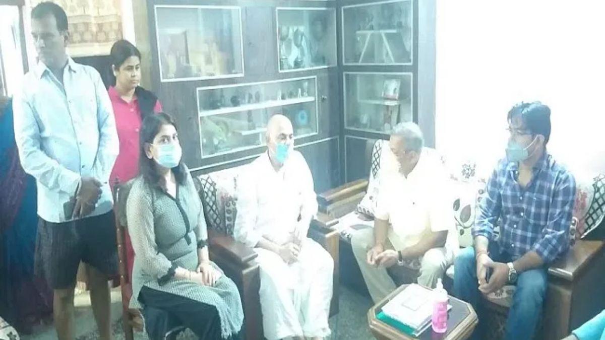 Nana Patekar meet Sushant Father