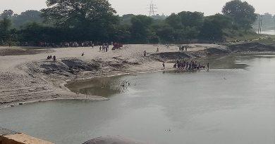सिवरी पुल के समीप बूढ़ी गंडक नदी में नहाने के क्रम में दो युवक डूबे , एक गम्भीर