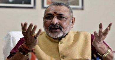 केंद्रीय मंत्री गिरिराज सिंह ने लिया तेजस्वी को आड़े हाथ, दागे ढेरों सवाल, फिर दी नसीहत
