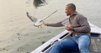 shikhar dhawan varanasi giving food to birds