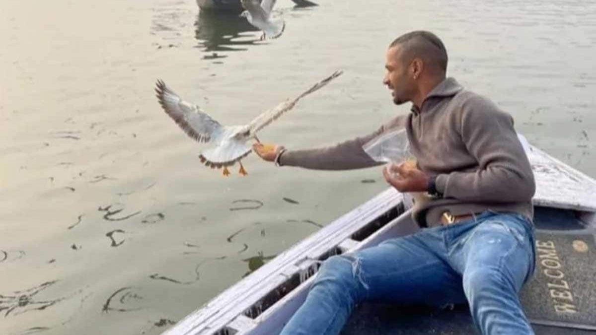 shikhar dhawan varanasi giving food to birds